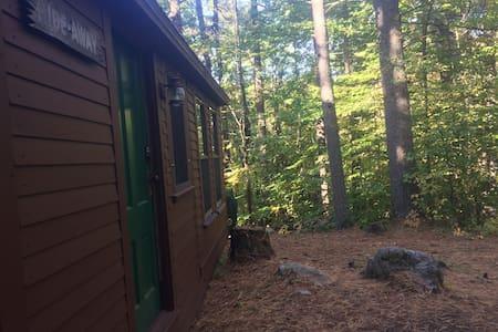 MainelyGlamping's Hide-Away Cabin - Casa de campo