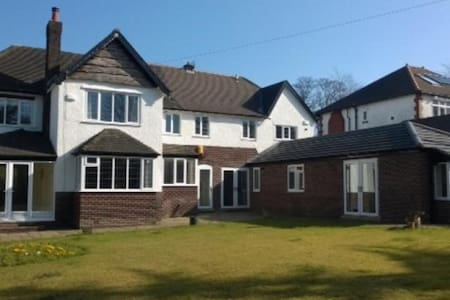 Huge Country House spacious rooms - Stockport - Casa
