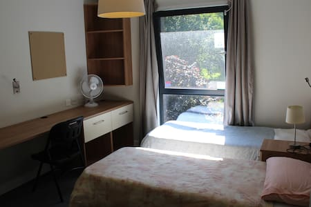 Male bed in shared twin studio en-suite with Wi-Fi - London - Dorm