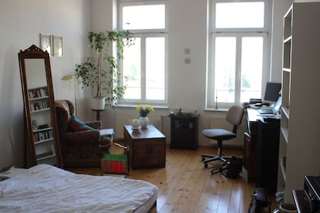 wonderfull old flat to discover the wild east - Leipzig - Appartement