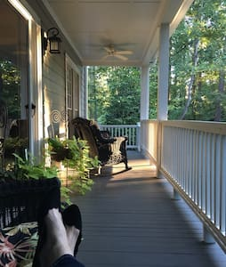 Southern Elegance at Lake Lanier - Bed & Breakfast