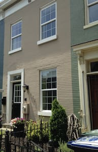 DC Row-house on 4th Street - Washington - House