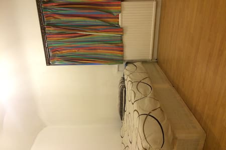 Spacious Double room near Heathrow - Apartment