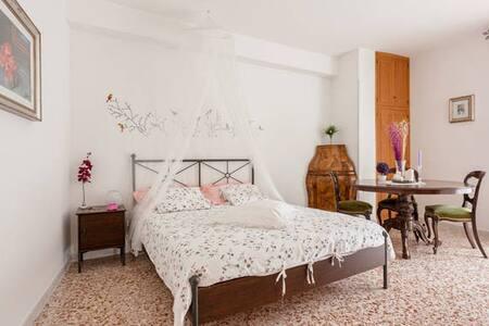 ROMANTIC ROOM - WI-FI free - Apartment