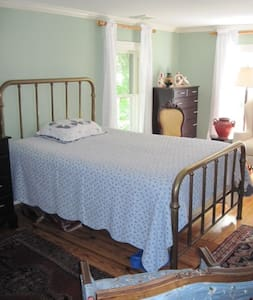 Cozy Older Home near Stony Brook University - Saint James