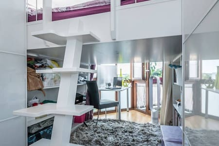 Central, bright and modern with office & balcony - Condominio
