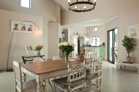NEW: Open plan house in the heart of Paarl - Paarl - Casa