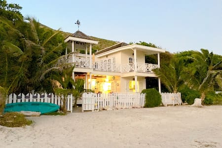 Nature Lovers Beach Front Cottage - Cottage