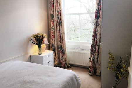 Knightbridge Garden view Double room near Harrods - London - Apartment