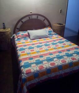 cómoda habitacion excelente sector - Medellín