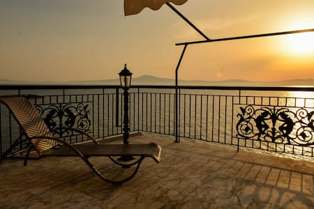 sunset on the messinian bay 2 - Mikri Mantineia - Apartment