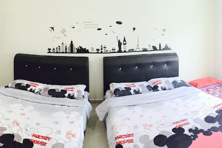 Ipoh 8-11 pax Sweet Home Stay w A/C - Dom
