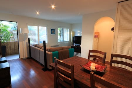 Modern Sunny Apartment near Dee Why Beach & Shops - Dee Why