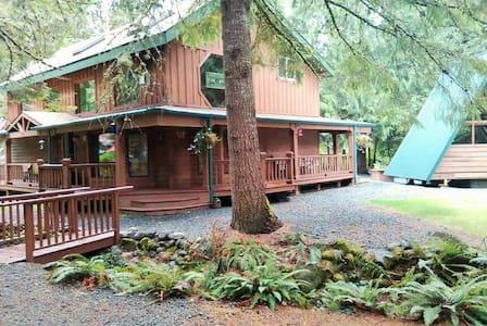 Buchanan's Bunkhouse& HOT TUB HOUSE - Casa