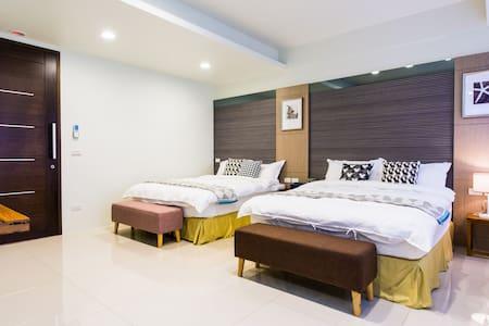 Yilan Trip B&B  - Tokyo quad room - Bed & Breakfast