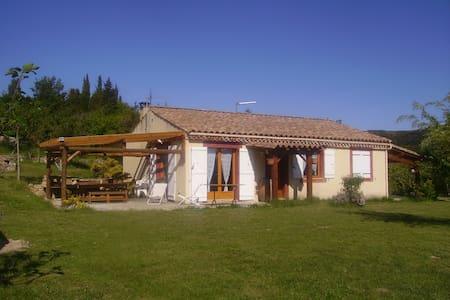 Villa plain pied avec vu magnifique - Albières - Daire