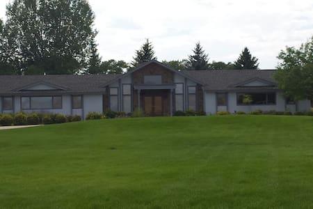Cozy Wyoming retreat - House
