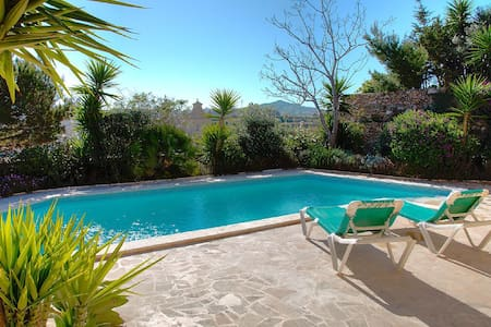 Gharb Villa, tranquil and peaceful - House