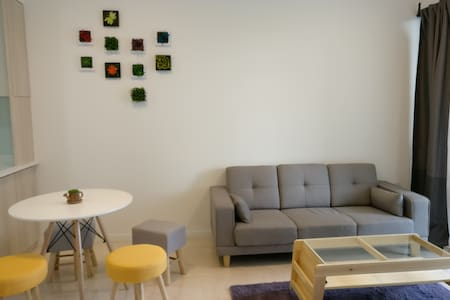 New Bright Modern Apt with nearby amenities - Appartement