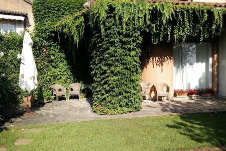 Con giardino esclusivo nel comprensorio di un golf - Apartment