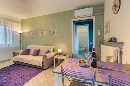 Albaguesthouse,historic center and private parking - Alba