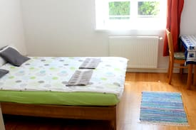 Picture of Large quiet room, 10min walk central train station