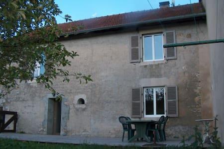 Gîte sympa proche du Lac de Chalain - Montigny-sur-l'Ain - Wohnung