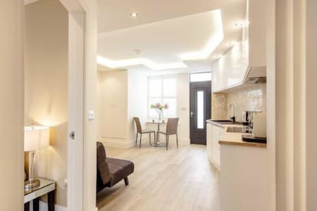 New luxury apartment with Jacuzzi bath - sleeps 4 - Apartment