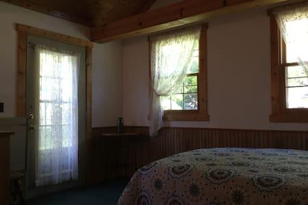 Nice room,nice bed nice price - Ház
