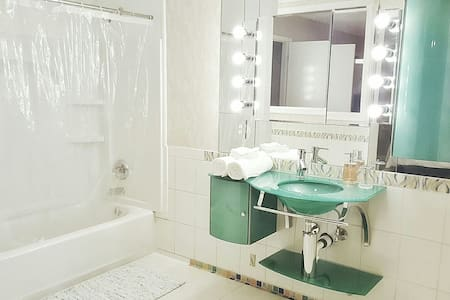 Relaxing Private Room W/Private Bath - Metairie - Condominium