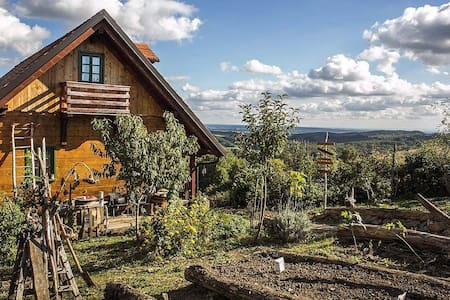 Cute wooden house in nature near Zagreb! - Haus