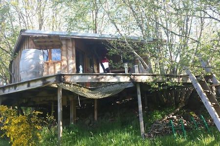 Cabazen cabane et garde d'enfants - saint ours les roches