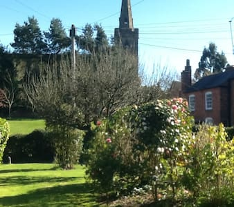 double room, lovely Victorian house - Belbroughton - Casa