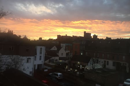 Beautiful 2 bed flat in Eton, with stunning views - Apartment