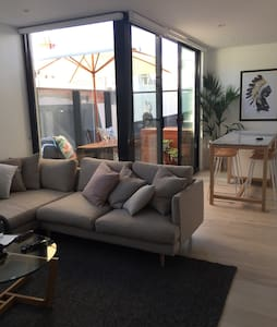 Perfectly located 1 bed apartment! - Saint Kilda