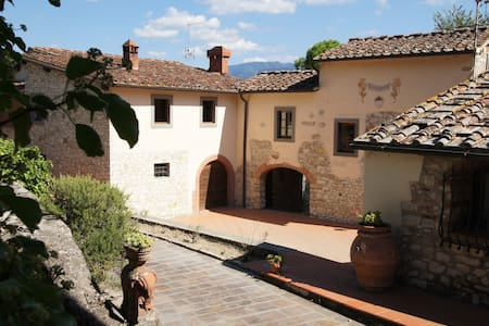 Tuscan farmhouse with swimming pool - The laurels - Rignano sull'Arno