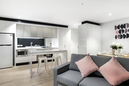 2 Br 2 Bath apartment in Heart of Melb city 2.1 - Apartment