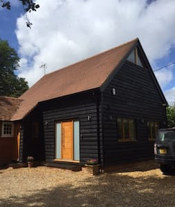 Newly refurbished modern barn conversion, up to 6 - House