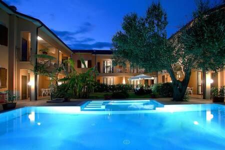 Villa con tutti i confort bar giardino e piscina - Marina di Camerota - Villa