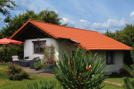 Holidayhome with beautiful garden - Bungalow