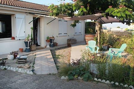 Chambre2p accueil agreable.entre Niort La Rochelle - House