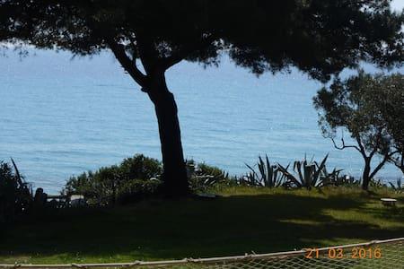 Luxury vila by the sea - Moles Kalives - Villa