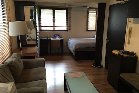 Roomy, Cool Studio on Hollywood Road - Hong Kong - Appartement