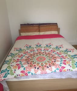 Full furnitured private room with twin bed - Rowland Heights - House