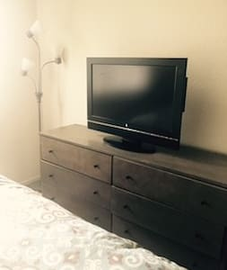 Private room with private bathroom - Burbank - Apartment