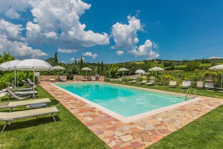 San Sano country house with pool - Maison