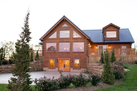 Luxury Lodge on Buffalo Ranch - Stuga