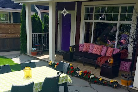 Chic New House, Bright and Central! - North Vancouver - House