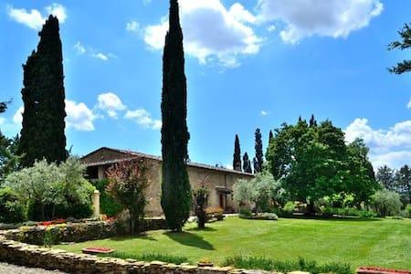 Tuscan Villa & swimming pool - up to 16 guests - Villa