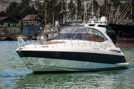 Яхта Vibiana - Båt